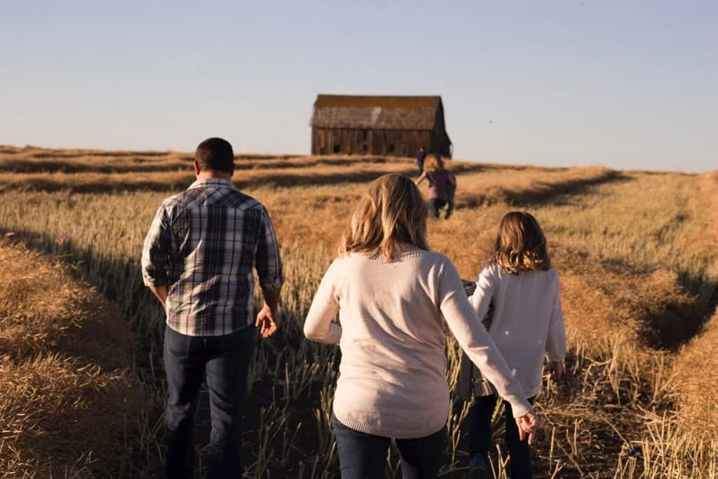 family crop barn priscilla du preez I zSrQnLlX0 unsplash 1
